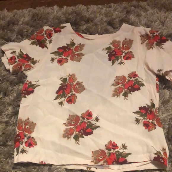 2 for 15: Gorgeous flower top shop shirt